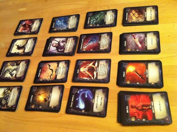 Übersicht der Spielerkarten bei einem Thunderstone - Wrath of the Elements Spiel